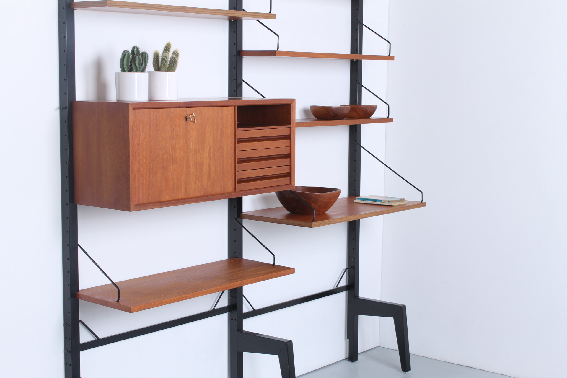 Royal System Modular Wall Unit by Poul Cadovius for Cado, 1960s.