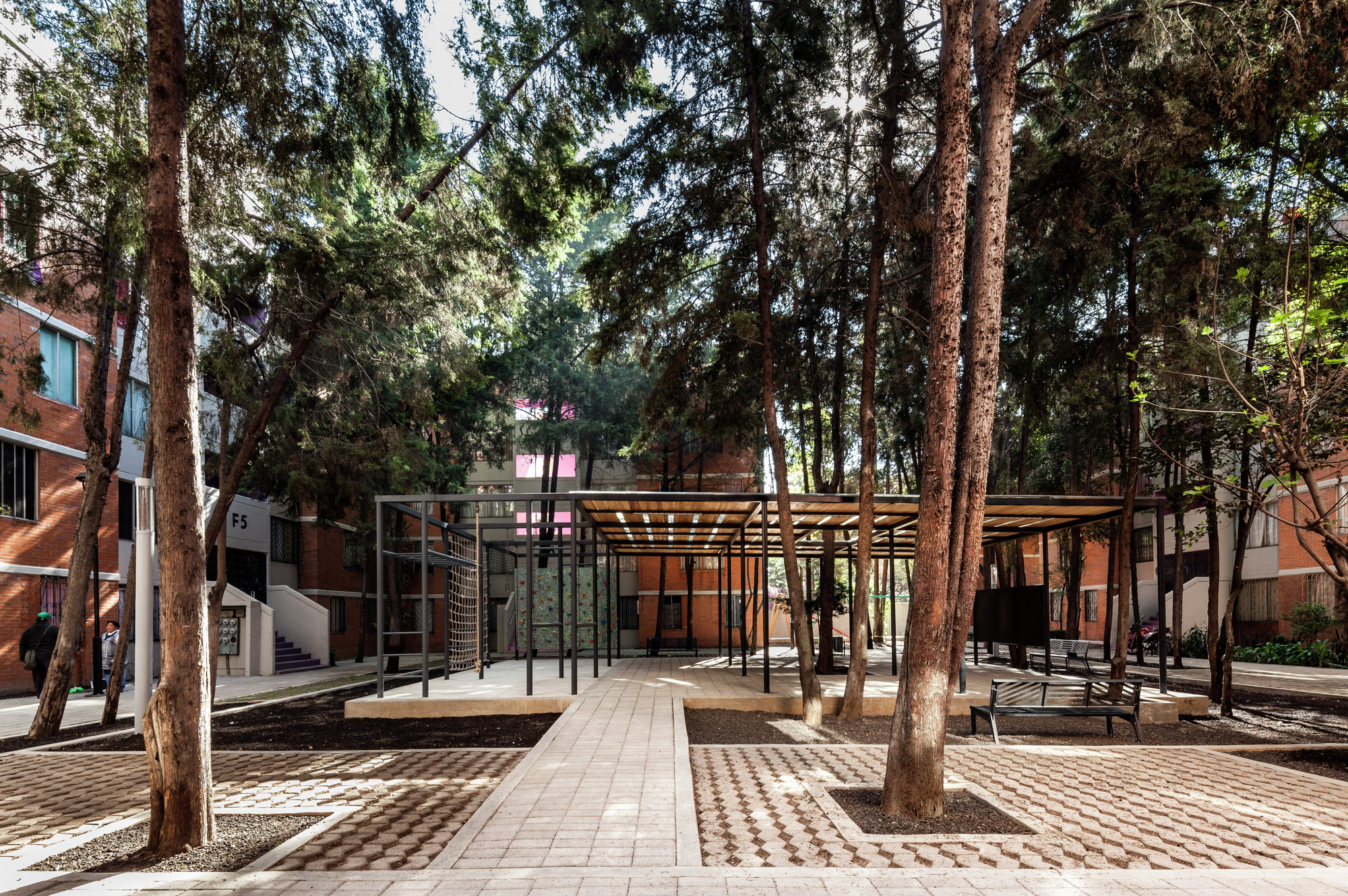 Designed by 2019 winner Rozana Montiel, Common Unity is a rehabilitation project for the San Pablo Xalpa Housing Unit in Azcapotzalco, which has opened up the public space that had become divided by walls, fences and barriers.