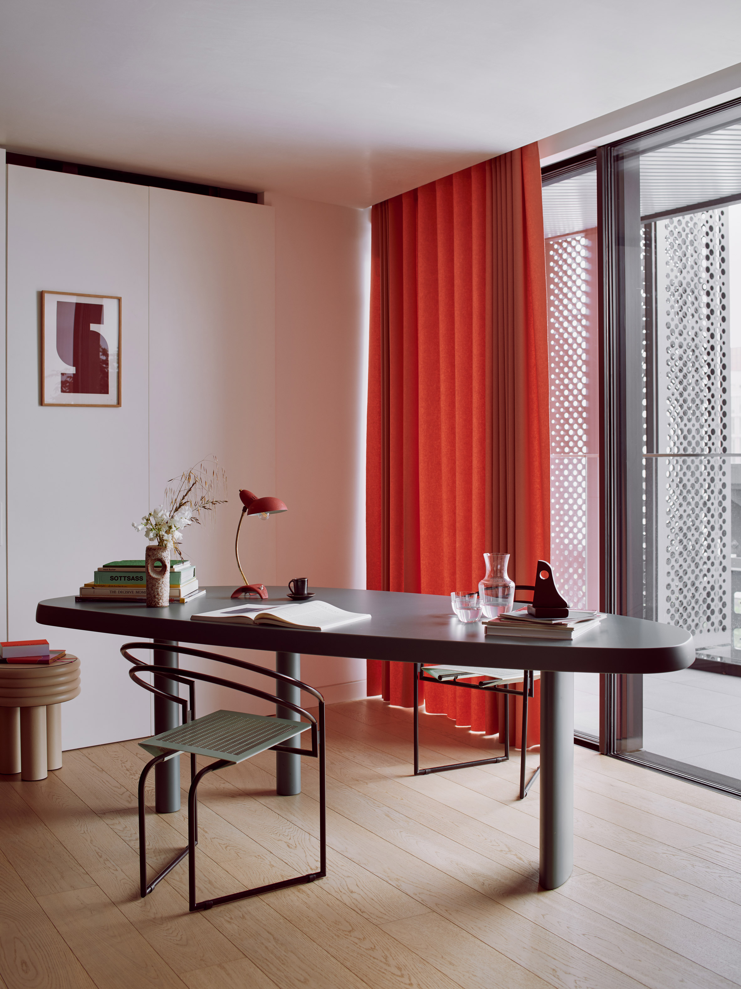 roksanda-ilincic-penthouse-apartment-interiors-kings-cross-london_dezeen_2364_col_12.jpg