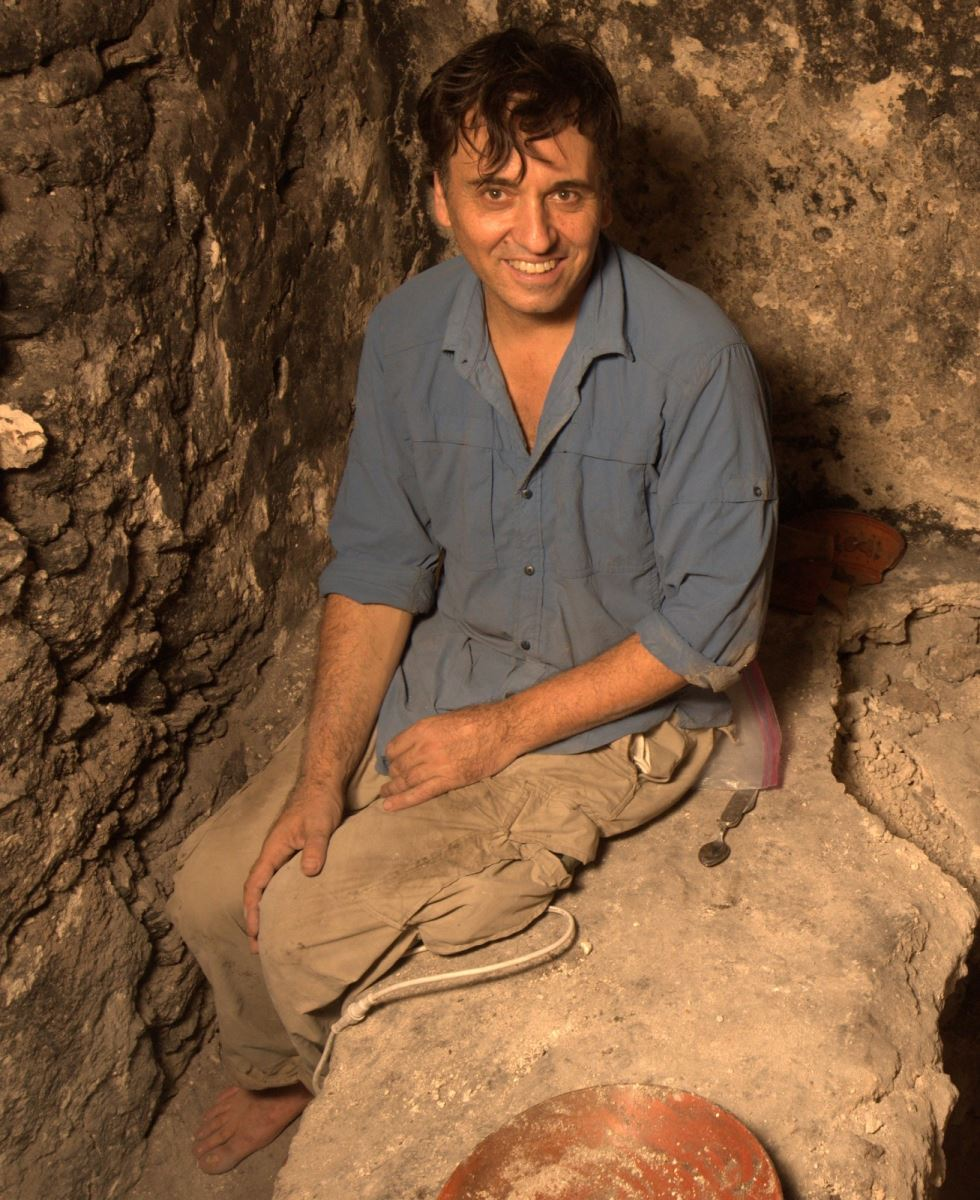 Dr. Francisco Estrada Belli in the Holmul's Royal Tombs. (Photo by Holmul Archaeological Project, 2015)