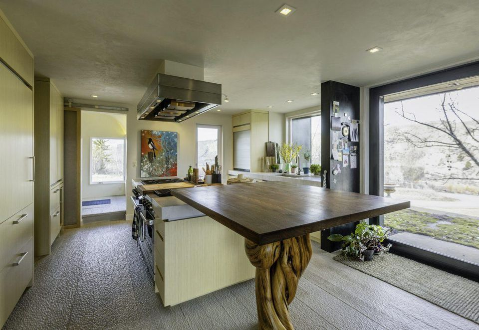 Wellness architecture redefines kitchen design for health-conscious homeowners / Photo: Vera Iconica Architecture.