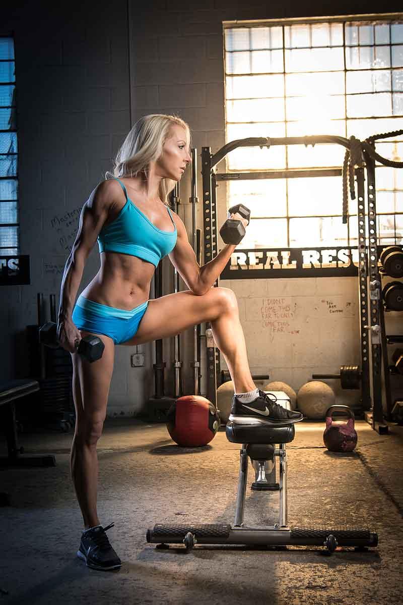 healthy diet lifestyle Fitness model Eve Dawes bicep curl gym