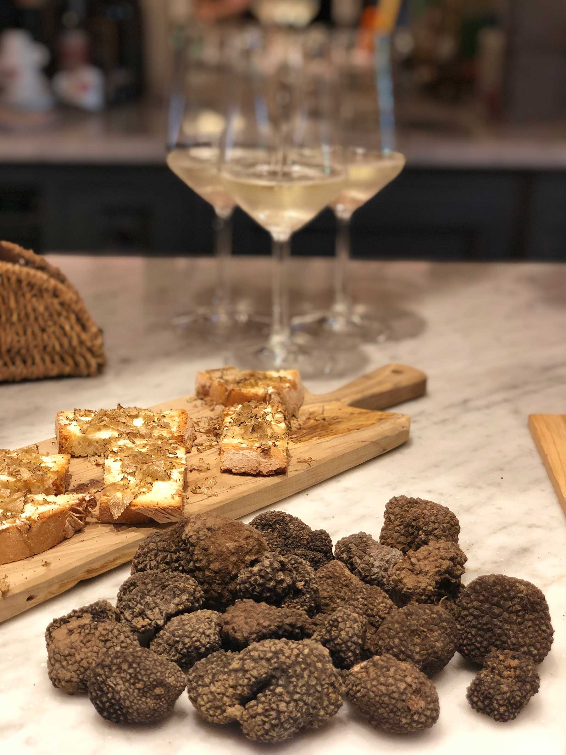 black-summer-truffles-and-prosecco-tuscany.jpg