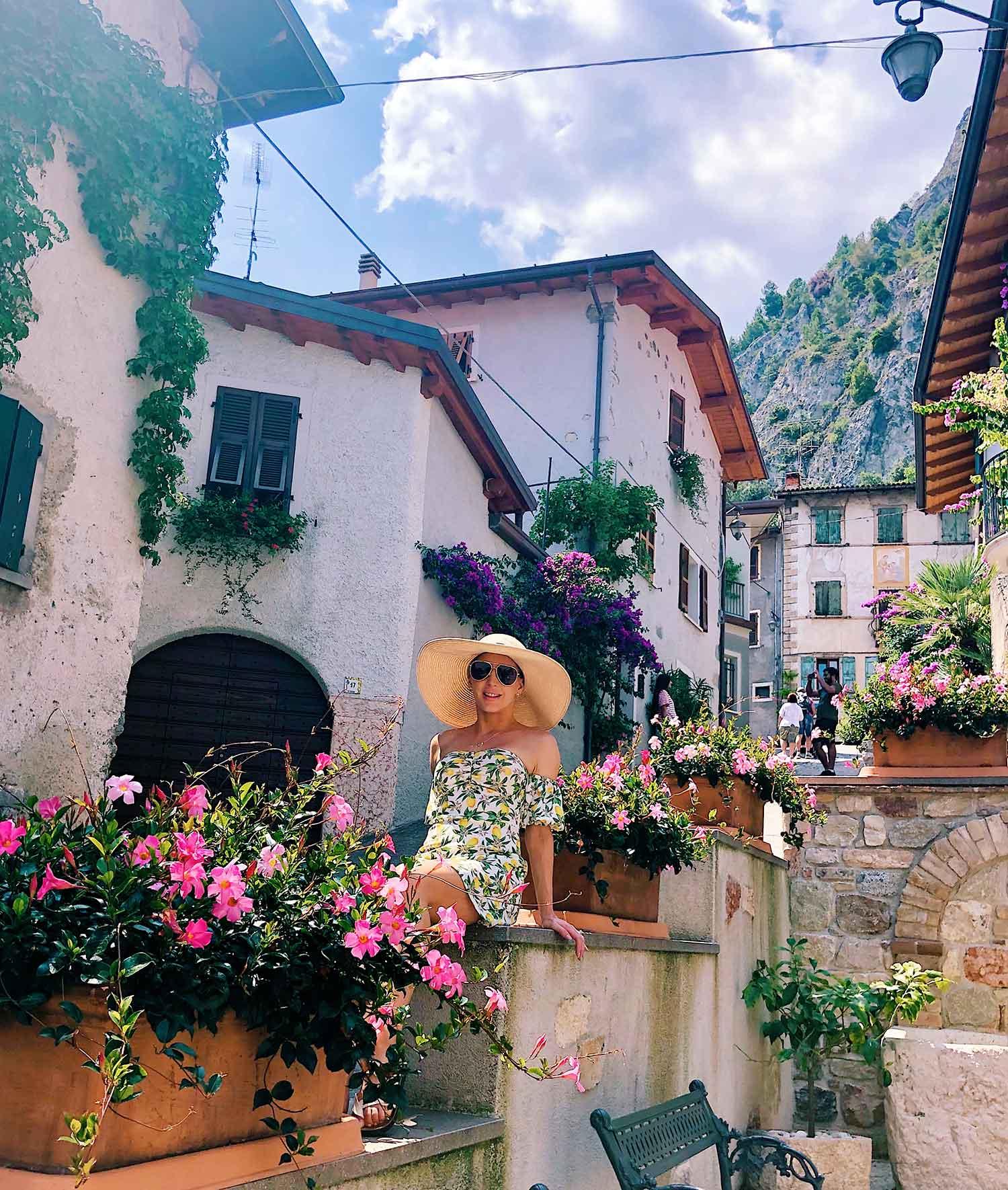 pink flowers old street Limone Sul Garda Italy Eve Dawes travel blogger