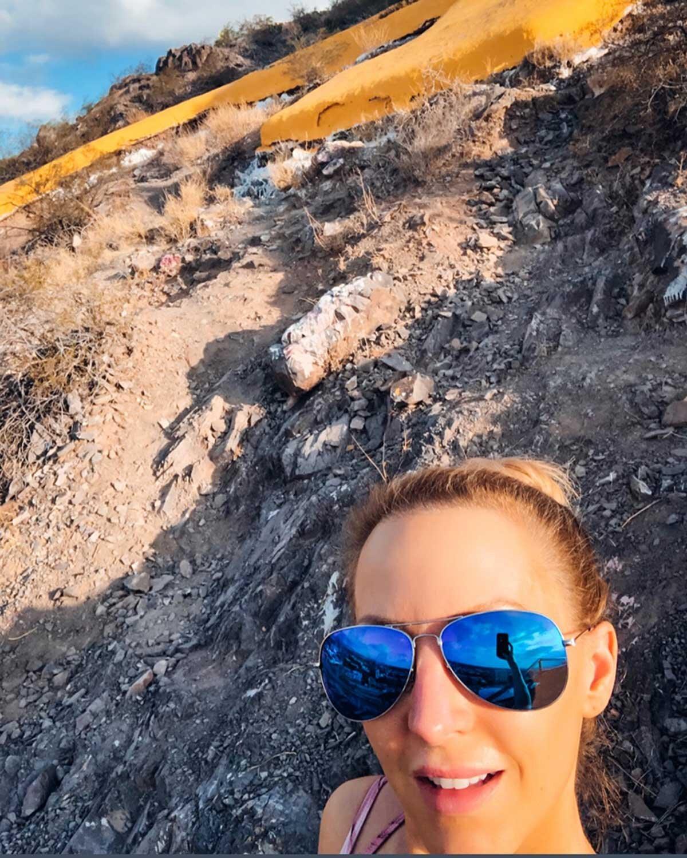 Fitness model Eve Dawes hiking in Arizona staying in shape