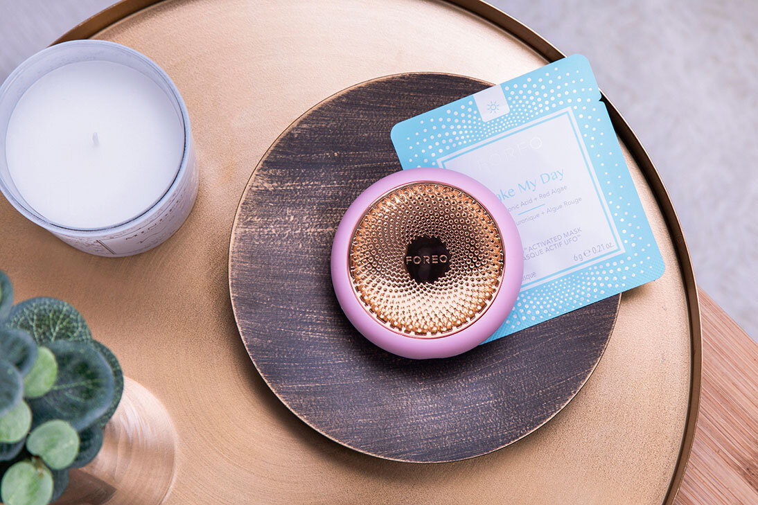 Foreo pink UFO wood table
