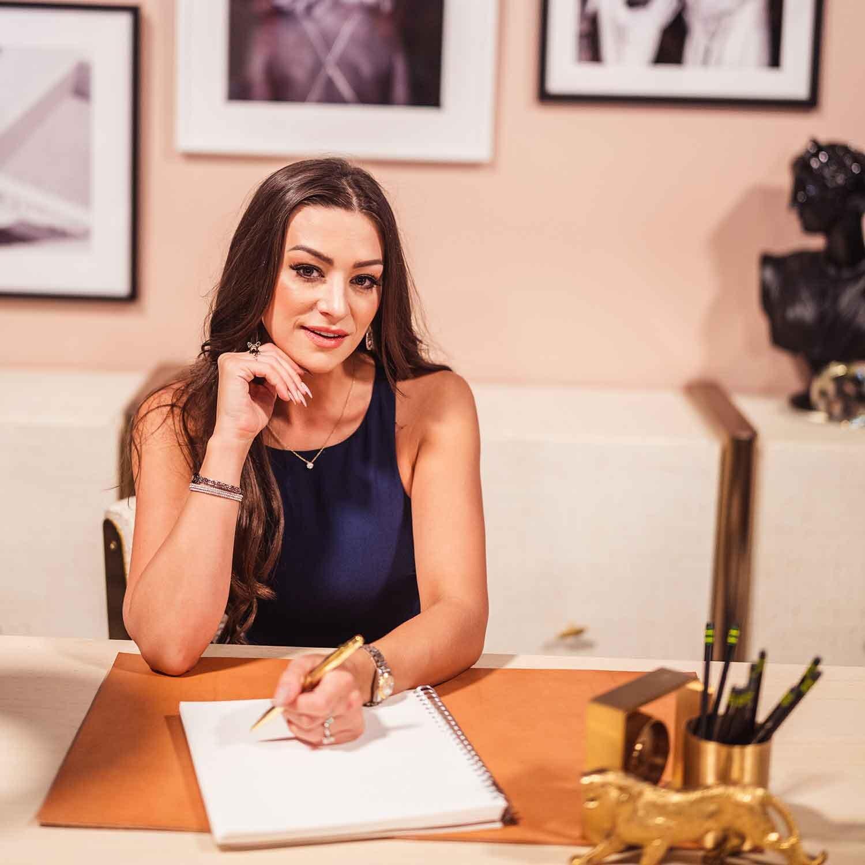 Cassandra McClure Multi award-winning beauty makeup artist, entrepreneur, podcaster.