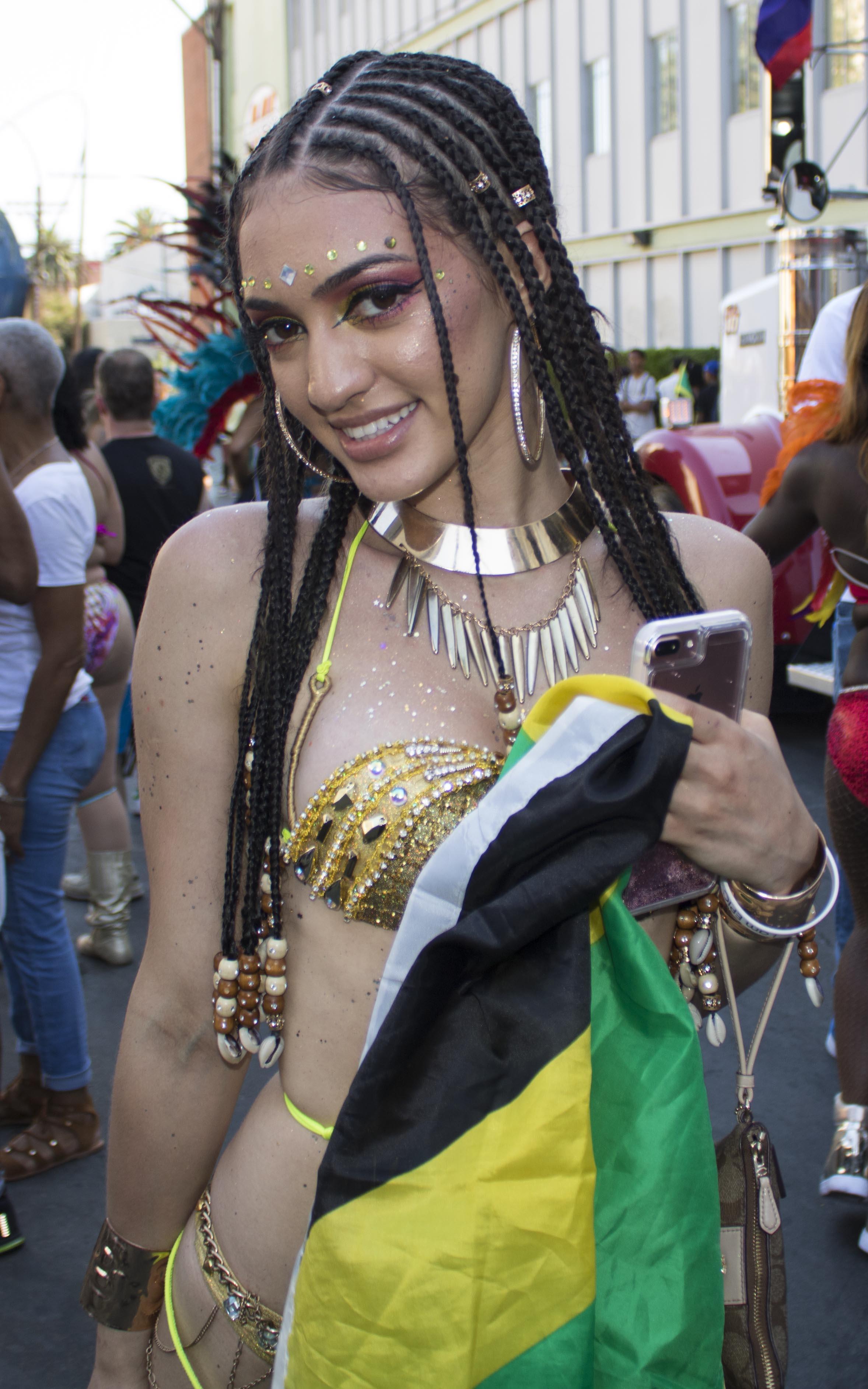 Samantha J Hollywod Carnival 17_0131.jpg