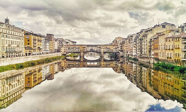 Ponte Vecchio, Firenze. When the river was glass and air was still for just a moment. . . . . . #tbthursday #firenze #florence #italy #travel #travelphotography #explore #adventure #cyantics