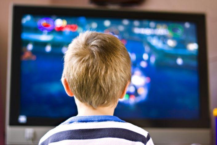 kid_watching_tv.jpg