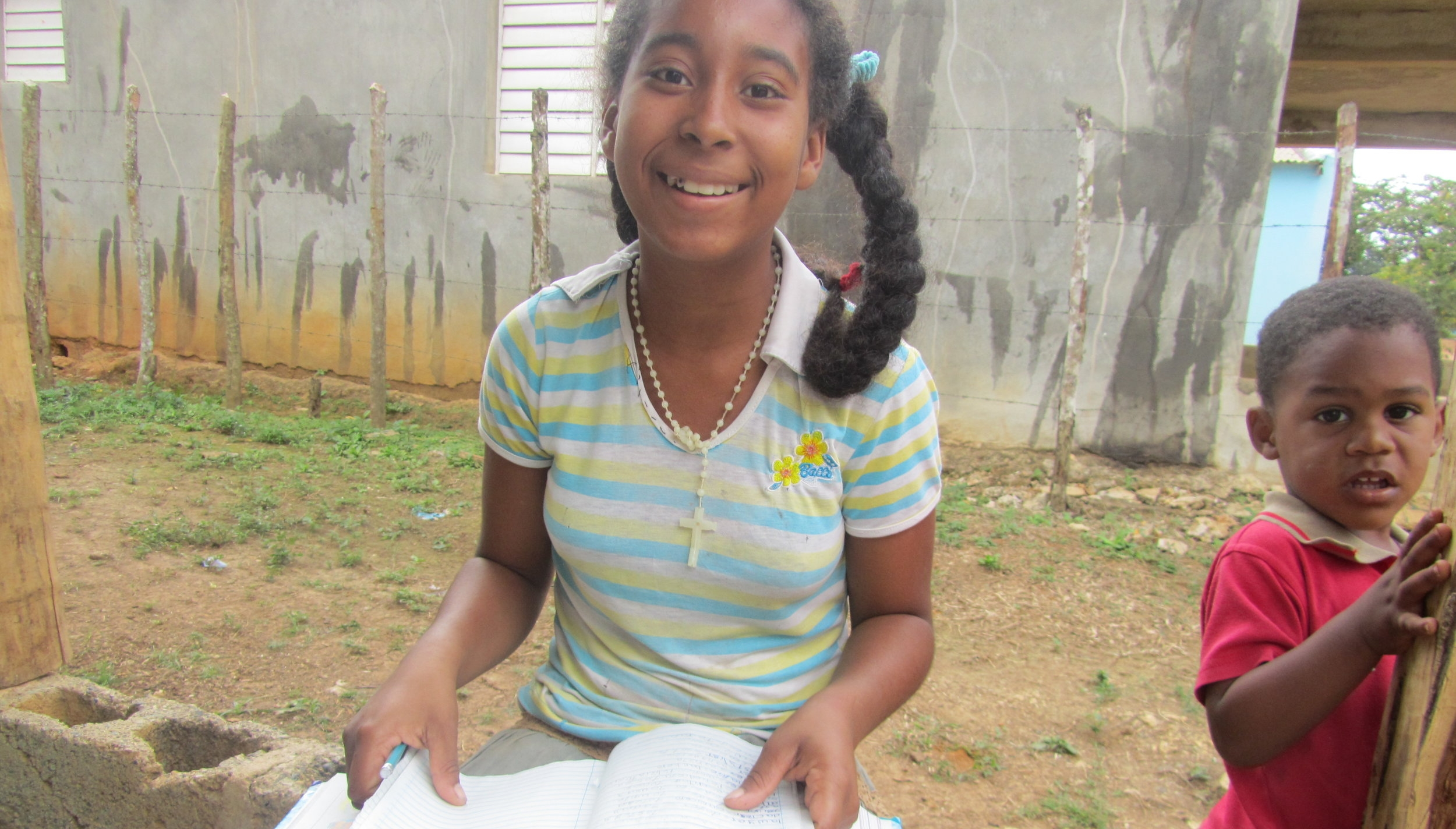 Cruz Verde girl Yajaira reading a book during volunteer service trip