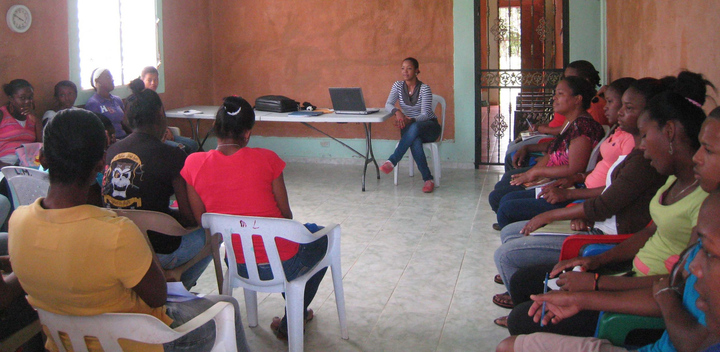 Vocational meeting with INFOTEP organizational representative for young adults, Learning Center, Cruz Verde