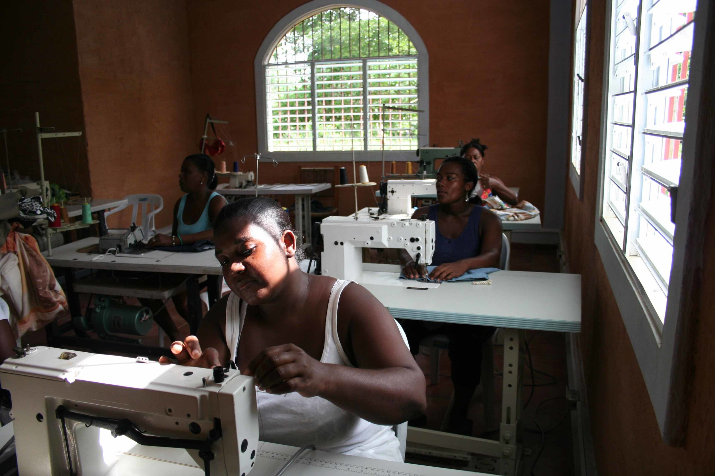 Sewing training for group of women at Learning Center, Cruz Verde