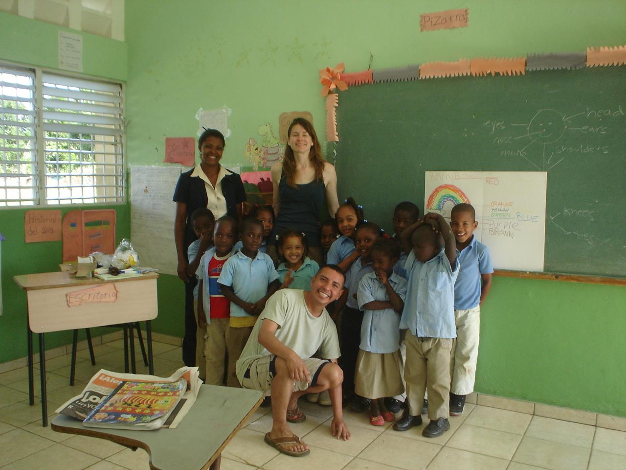 Volunteers after teaching class at the Cruz Verde elementary school