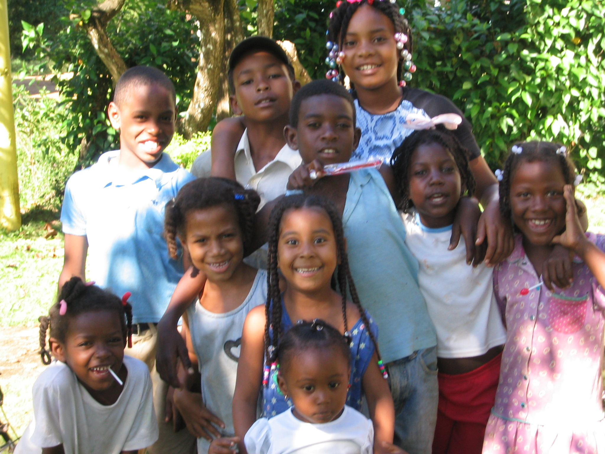 Kids in Cruz Verde who received donated toothbrushes, toys and other items