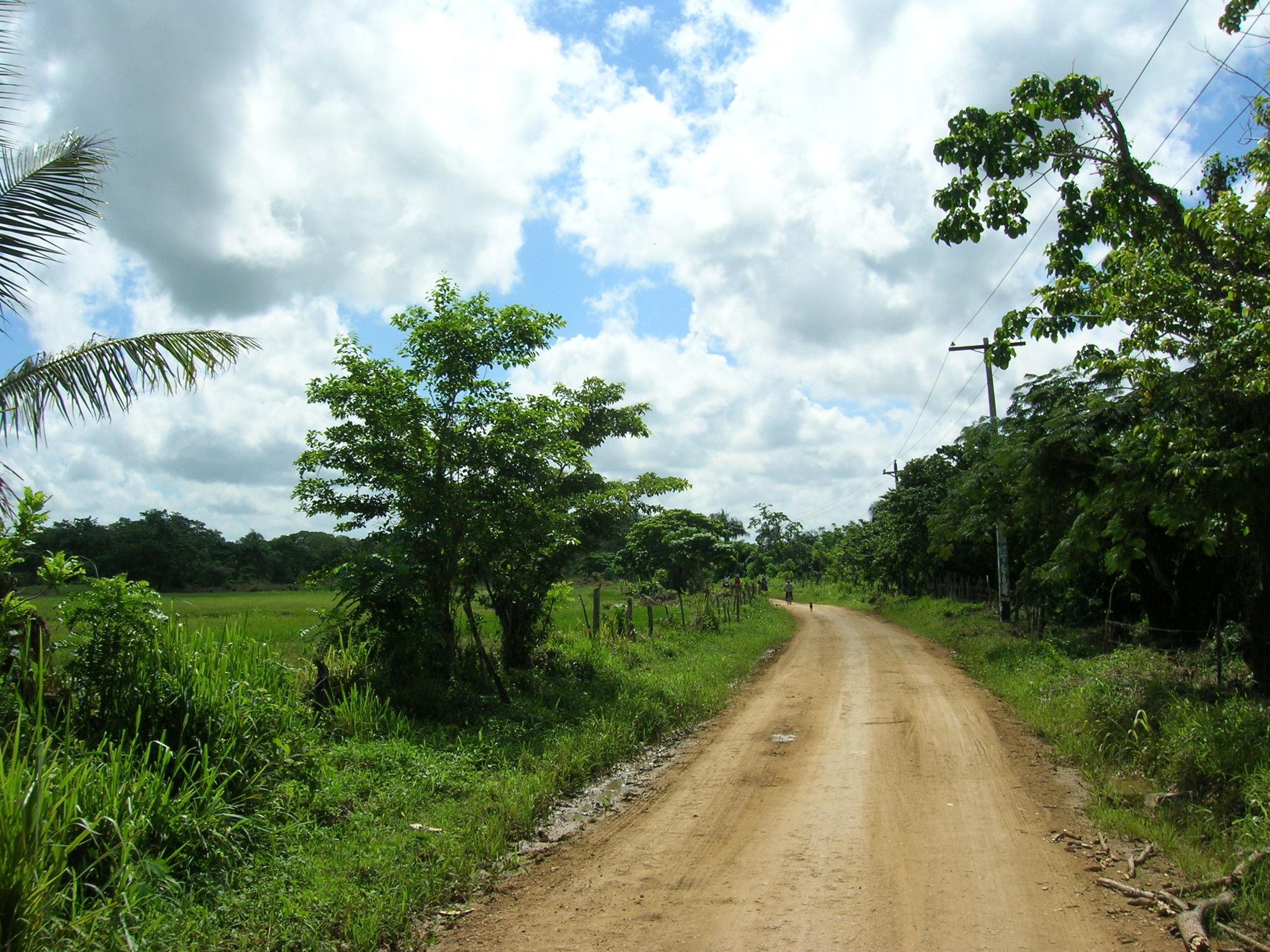 The dirt road in Cruz Verde