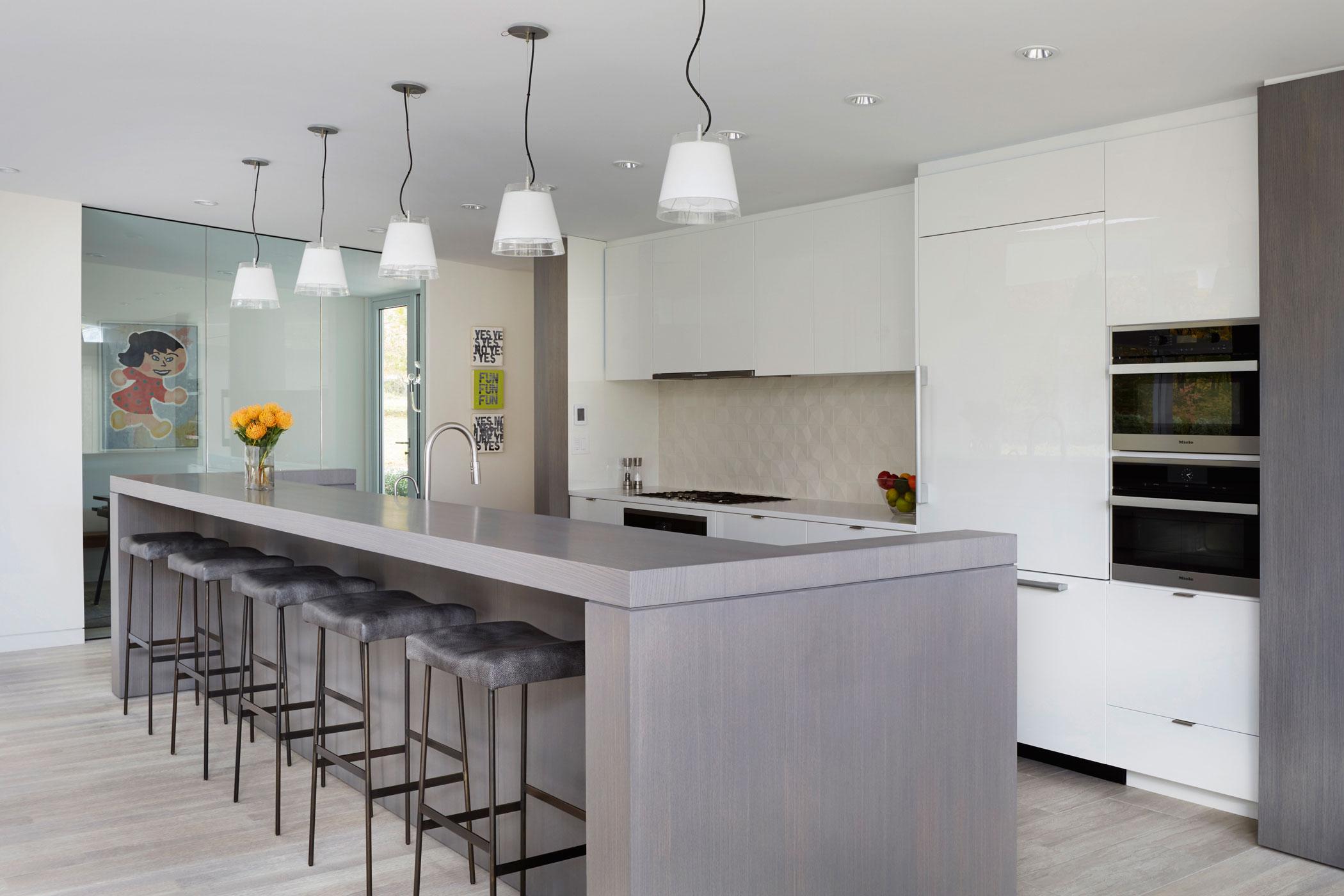 Kitchen Island - Mid-century Modern House