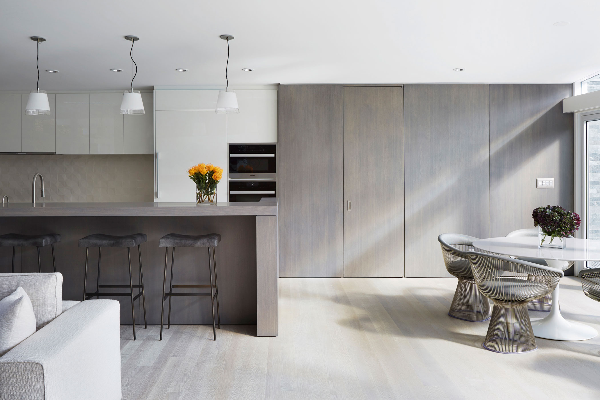 Kitchen - Mid-century Modern House