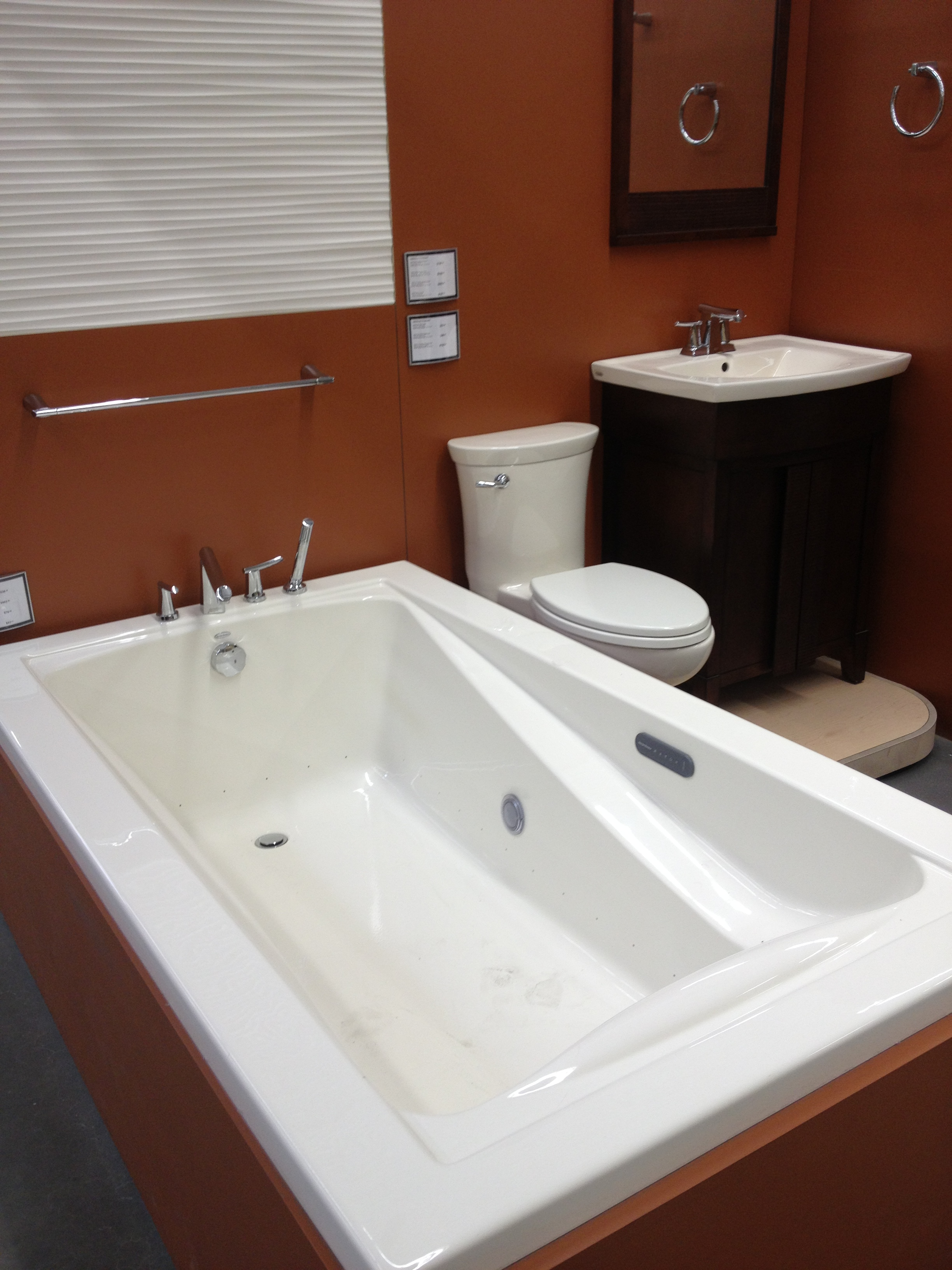 fullbath (1).JPG
