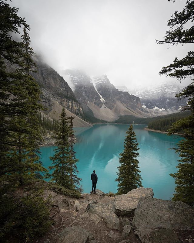 Last fall, I took a trip to the Canadian Rockies with some of my absolute favorite people. We spent the first part of the trip exploring the more popular spots along the Icefields Parkway, but then we eventually made our way to the lesser known backcountry where we spent a few snowy days exploring, meeting new friends on the trail, and talking about life from all different angles. Those late night conversations, with hands cupped around a hot mug of tea, surrounded by nothing but stars and snow covered mountains are some of my favorite experiences to this day. . Shot with @sonyalpha a7ii, 16-35mm f/4 lens #alphacollective #bealpha