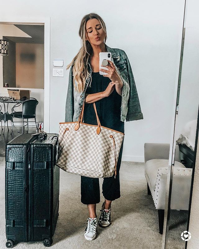 ready or not here i come! ✈️🖤 @liketoknow.it http://liketk.it/2CIj9 #liketkit #LTKtravel #travelootd #travelstyle #airportstyle