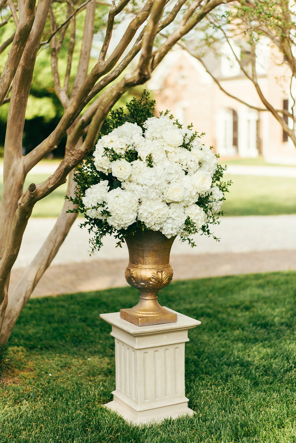Atelier Ashley Flowers + Woodlawn + Pope Leighhey House + Anna Reynal Photography + DC Weddings + DC Florist + urn