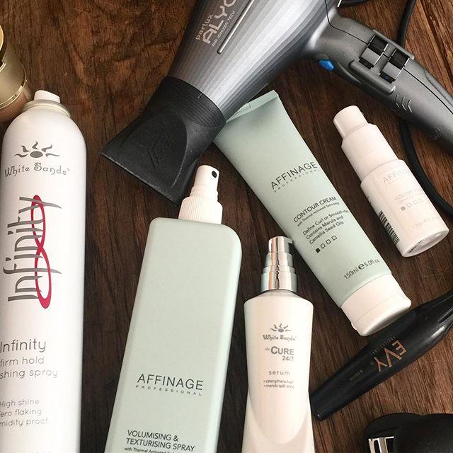 Early morning #hairessentials @affinageaustralia @whitesandshaircareau avail @hairbeautyguru #onlinestore #parluxalyon @evyprofessional