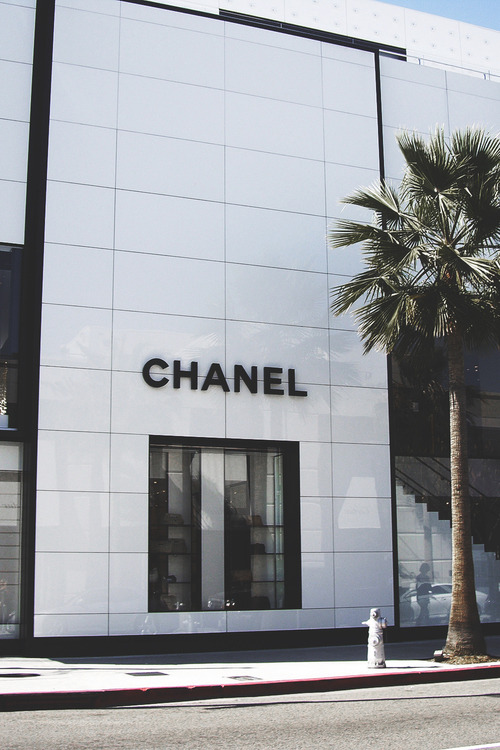 CHANEL - Thassos MarblePure white like the rarest of diamonds, this stone is exclusive to the islands of Greece.