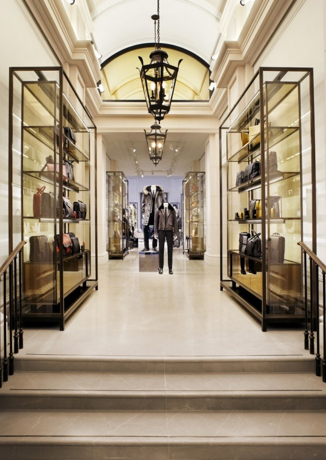 BURBERRY - Corinthian Beige MarbleA sophisticated earth-tone marble with soft and subtle white veining.