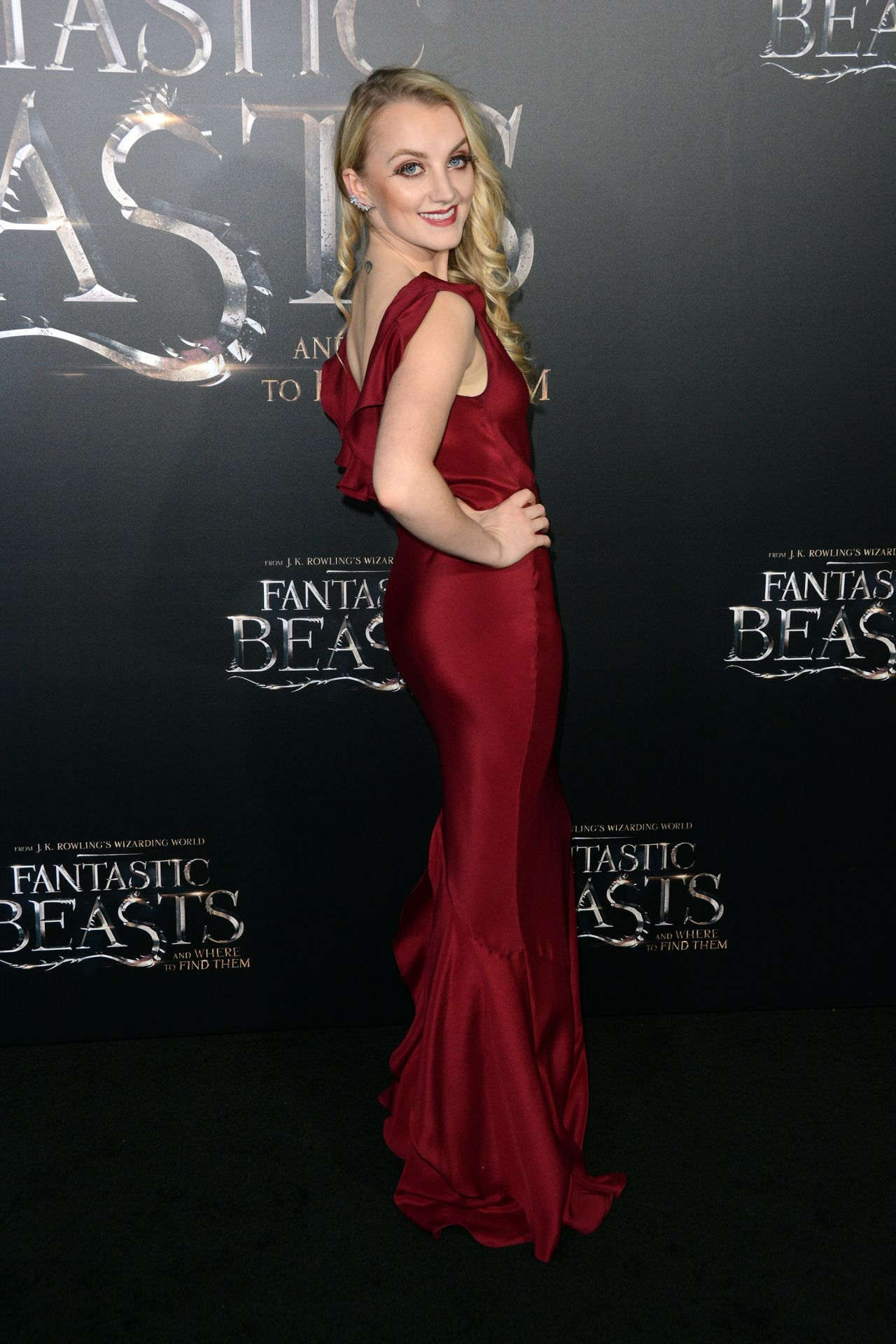 evanna-lynch-fantastic-beasts-and-where-to-find-them-premiere-in-new-york-city-19.jpg