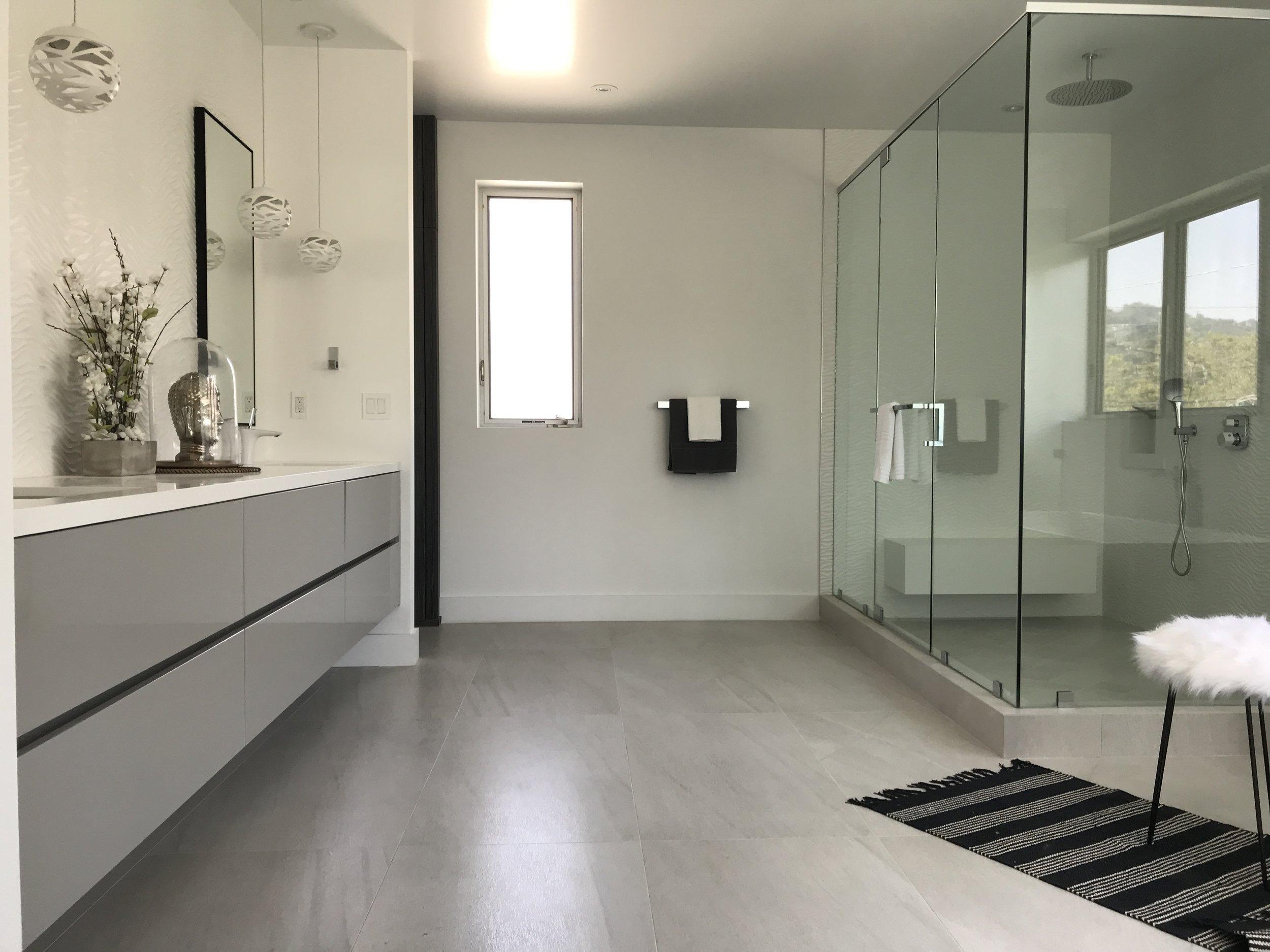 30 - Master Bath1.JPG