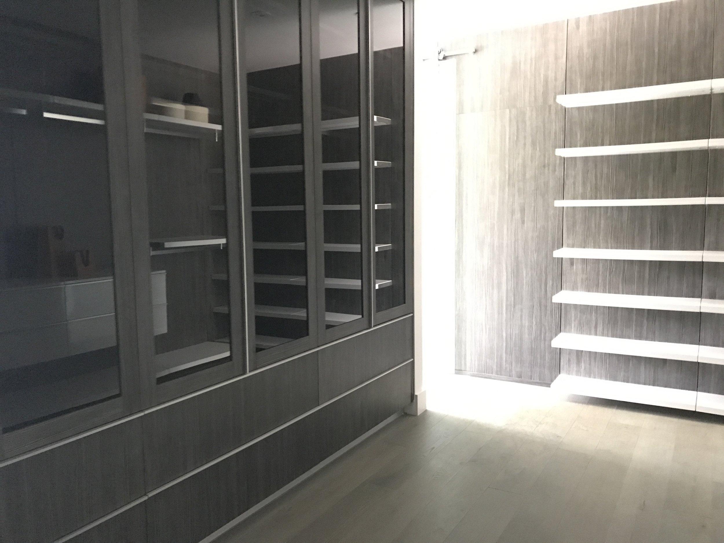 35 - Walk-in Closet3.JPG