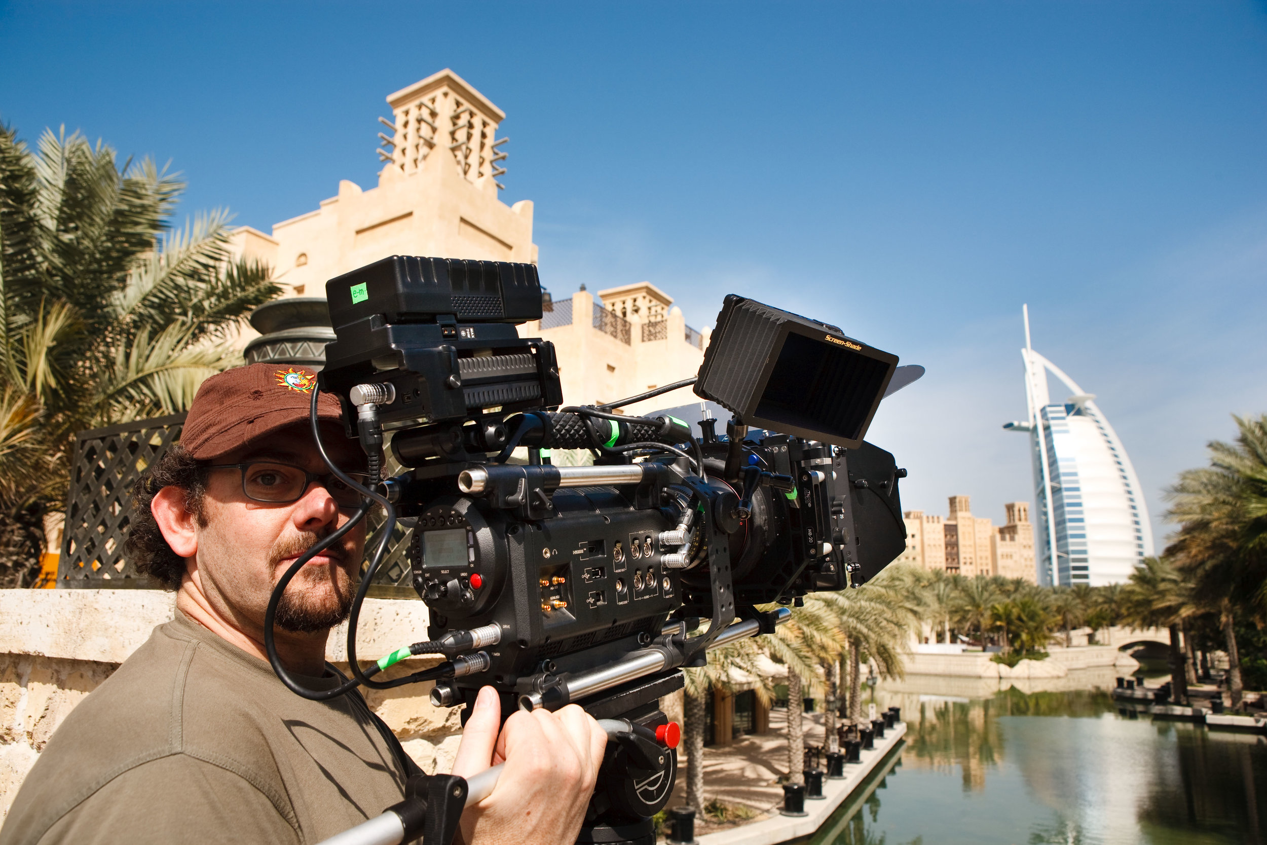 e-motion_BackStage_Le_RedOne_Di_e-motion_in_Azione_a_Dubai.jpg