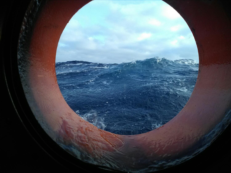Il capitano dell'Aquarius, smentendo il meteo che le dava per 8 metri, dice che erano al massimo di 6.