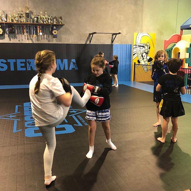 Children's Muay Thai classes tonight... great work guys ⭐️ #muaythai #costermma #warragulmma #alwaysgivingittheirbest #mma #gippsland #childrensclasses