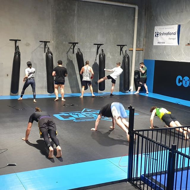 Muay Thai class getting the work in... Hard warmup, hard pad rounds, then a nice little conditioning finisher of 10x pullups, 10x goblet squat jumps, 10x russian twists, 9, 9, 9, 8, 8, 8, ..... 1, 1, 1 Good work guys #muaythai #kickboxing #fitness #warragul