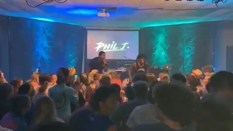 Phil J. concerts can get pretty lit 🤷🏾♂️🔥. Shout out to @sdervan for bringing us out to party with the students and shout out to my right hand man/lil bro @officialmightyknight for always rocking it out it witcha' boy! #liveshow #philj