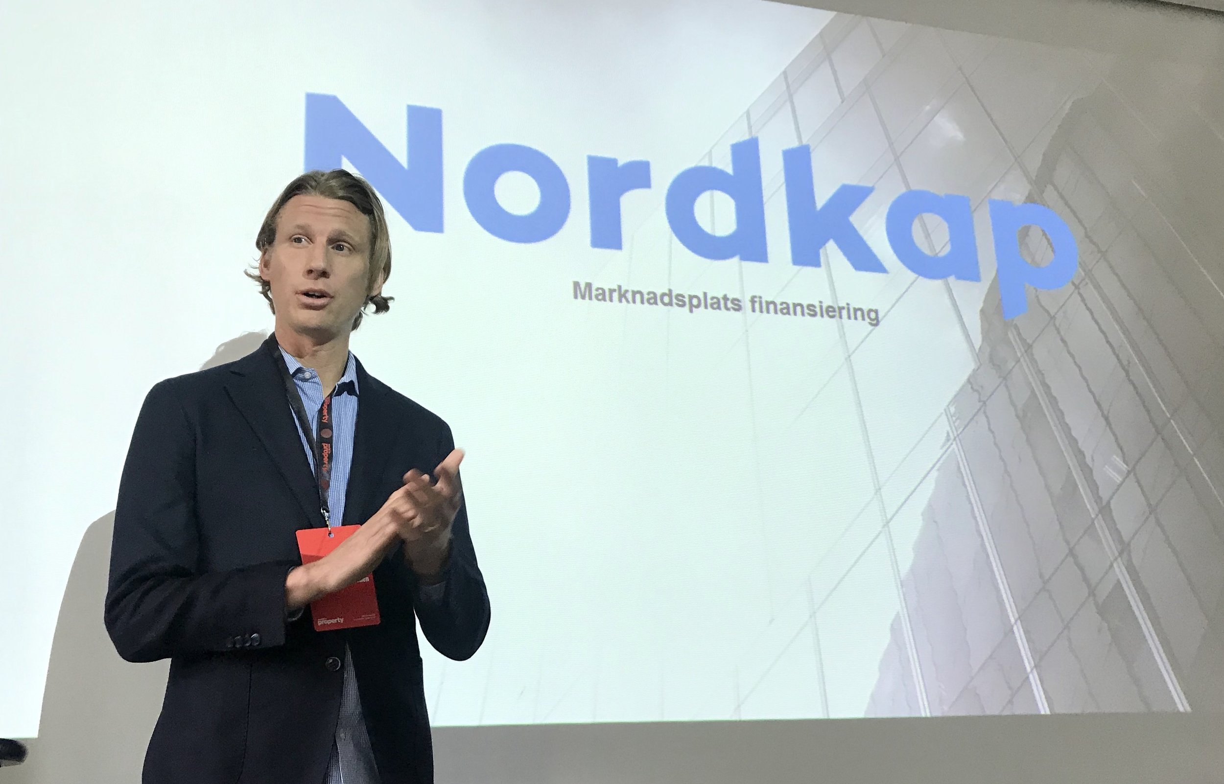 Rikard Hjelm, CEO Nordkap, talar på World in Property konferens