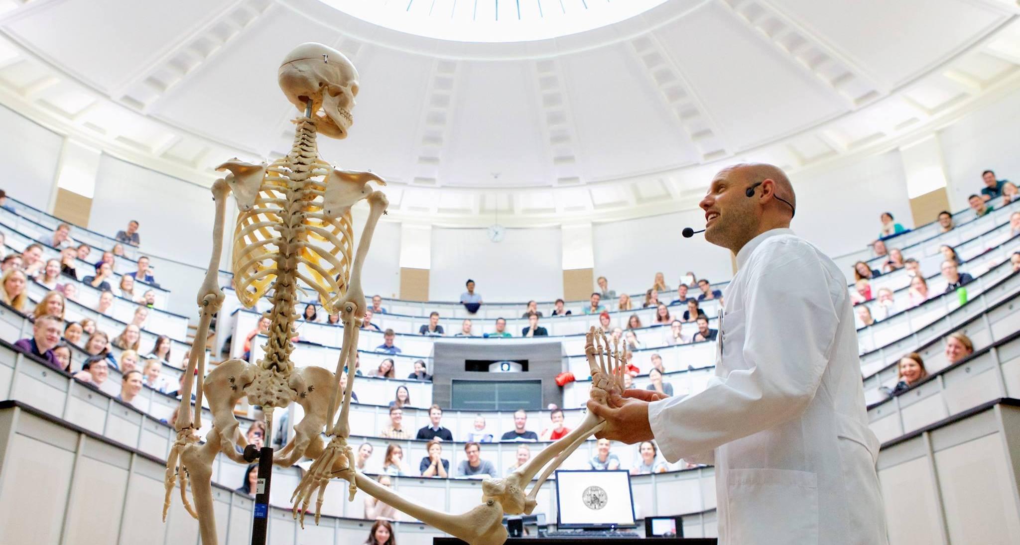 "Großer Anatomiehörsaal, LMU Munich ( Image Credit:Nils Krueger, winner of Student Photo Competition ""My LMU""/LMU Munich )"