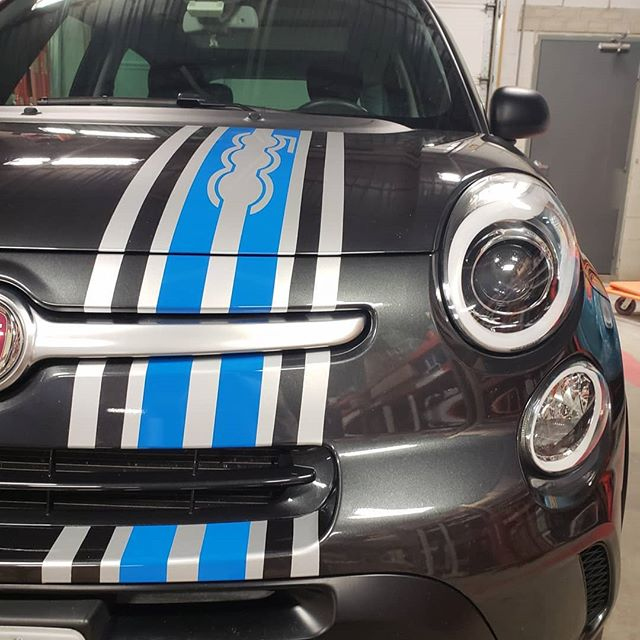 A little custom stripping can make any car look faster!!! But the fiat came out sweet! 💥 💥 💥 💥 💥 #looksfast #racingstripes #fiat #500l #twotone #knifelesstape #blue #silver #massachusetts #centralmass #vehiclegraphics #layerednotsprayed #r2r