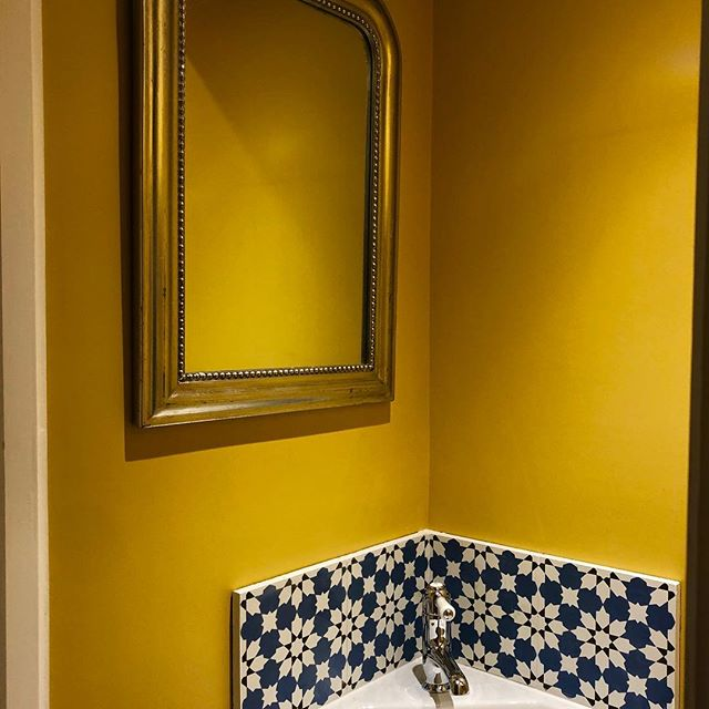 A picture of my downstairs loo to remind me of the glorious Easter Sunshine. A new exciting project starting this morning and a busy few weeks ahead. There is never a dull moment at Aristeia. #yellow #interiordesign #projectmanagement @claybrookstudio @littlegreenepaintcompany