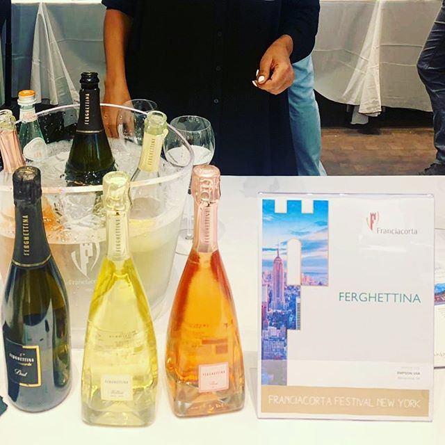 @franciacorta festival in NY @ferghettina_franciacorta bubble season it officially started come to #luzzosbk 🍾🍾🍾🍾