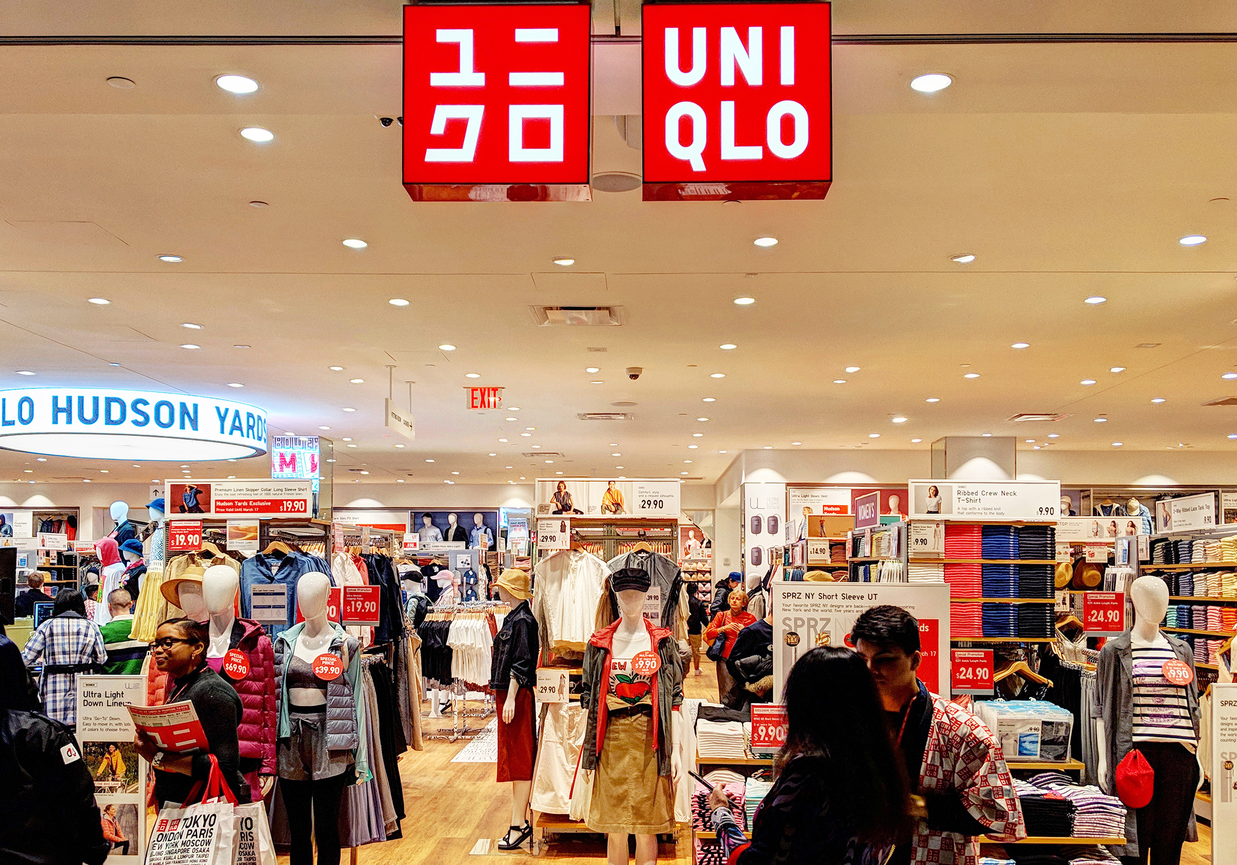 09 Uniqlo Hudson Yards.jpg