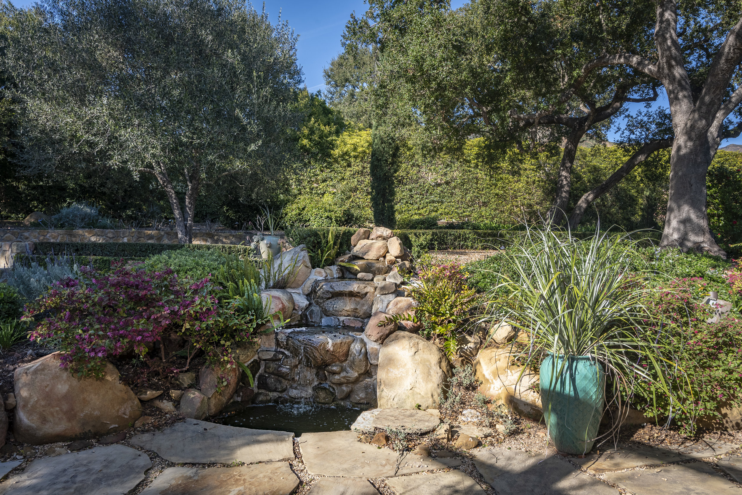 800 HS Rear Garden Fountain .jpg