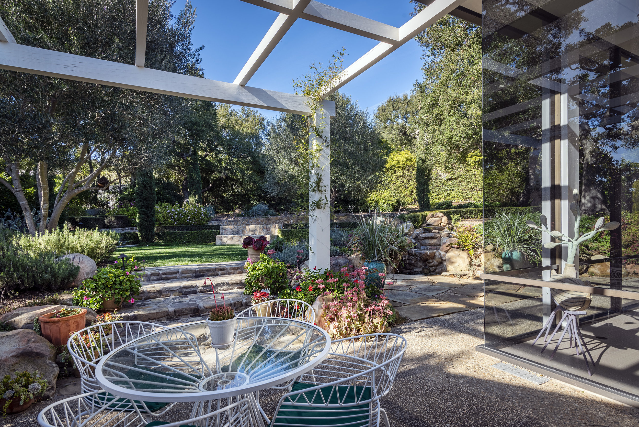 800 HS Outside Garden Dining & Fountain Sunny .jpg