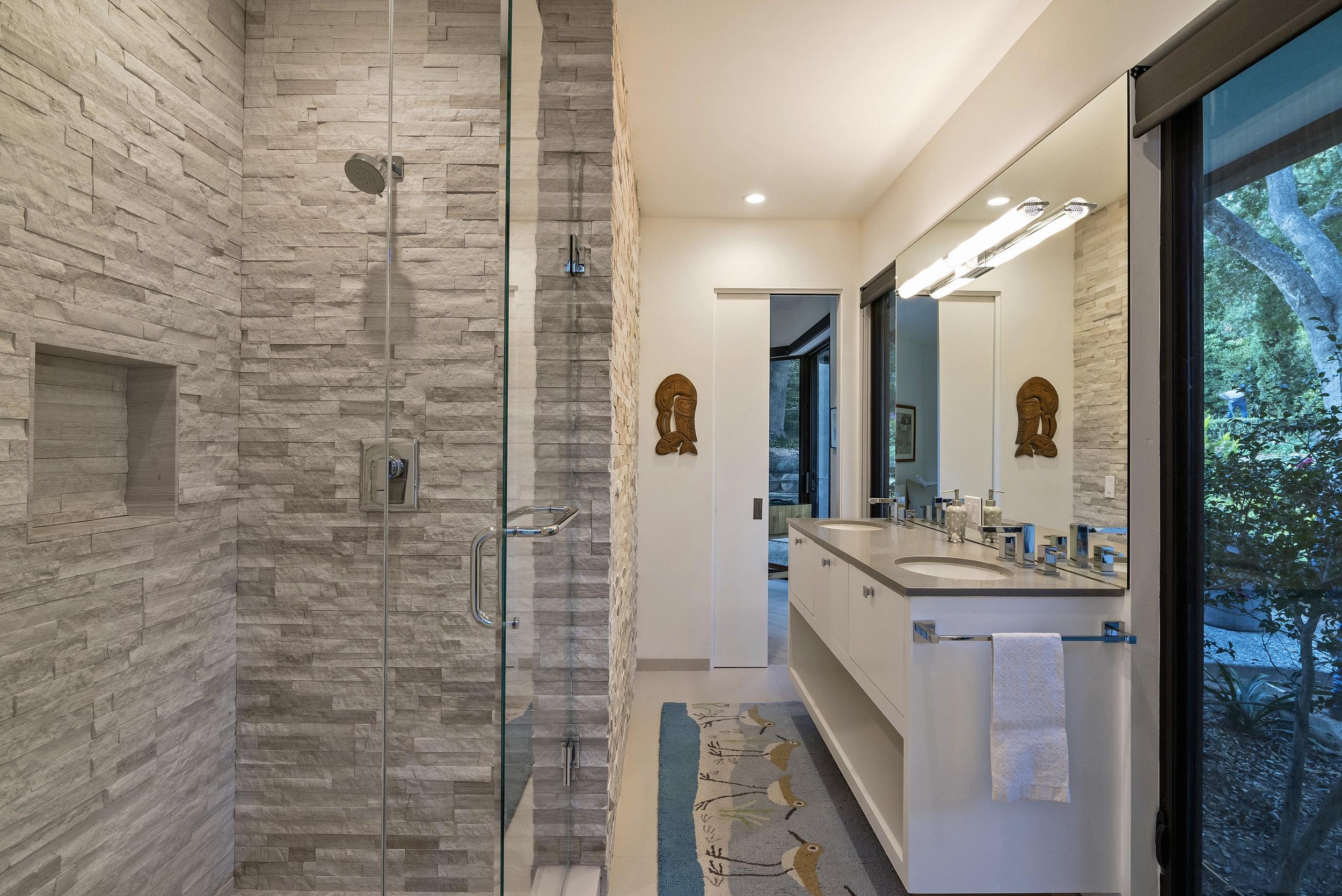 800 HS J&J Bathroom .jpg
