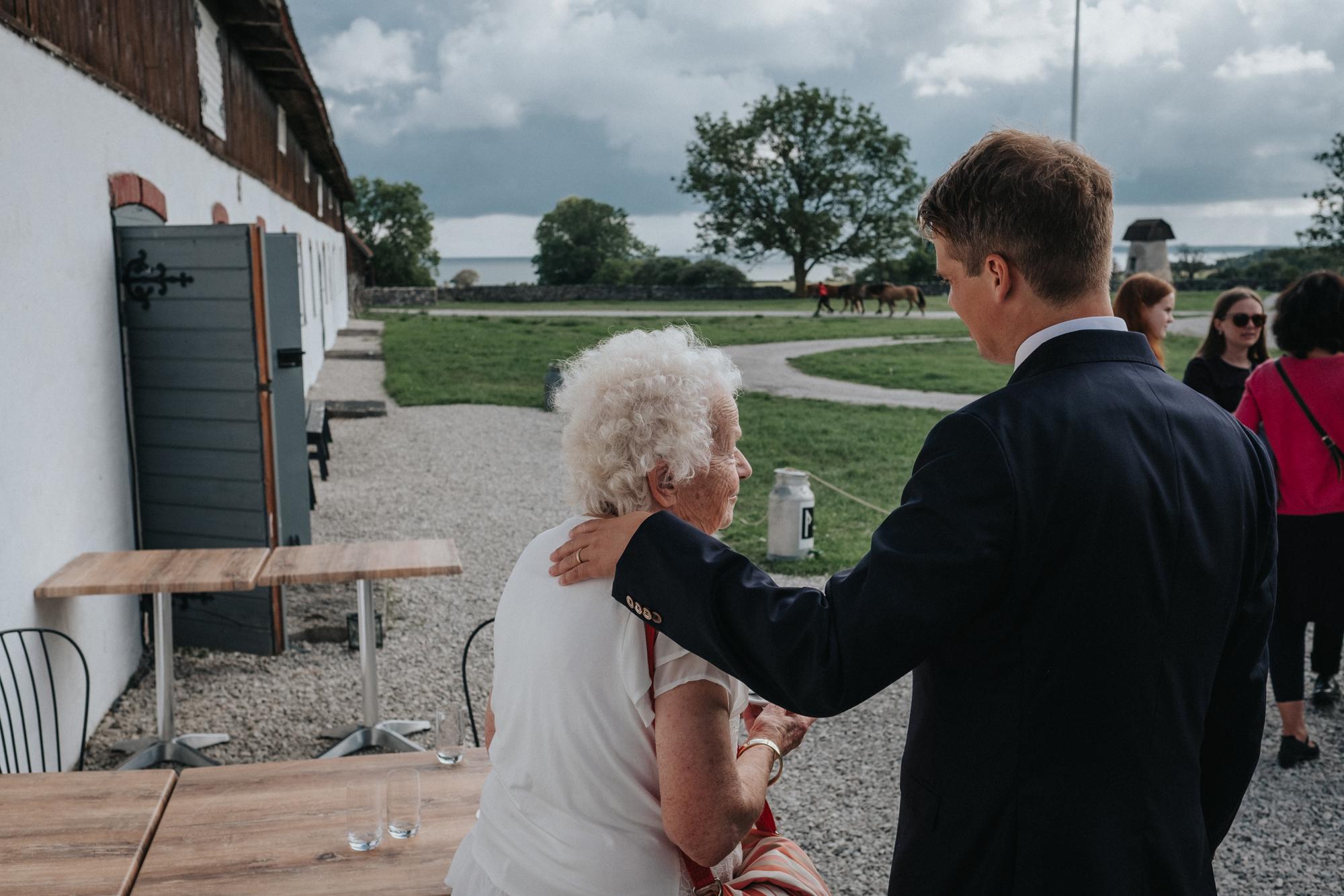 051-bröllop-gåsemora-gårdskrog-neas-fotografi.jpg