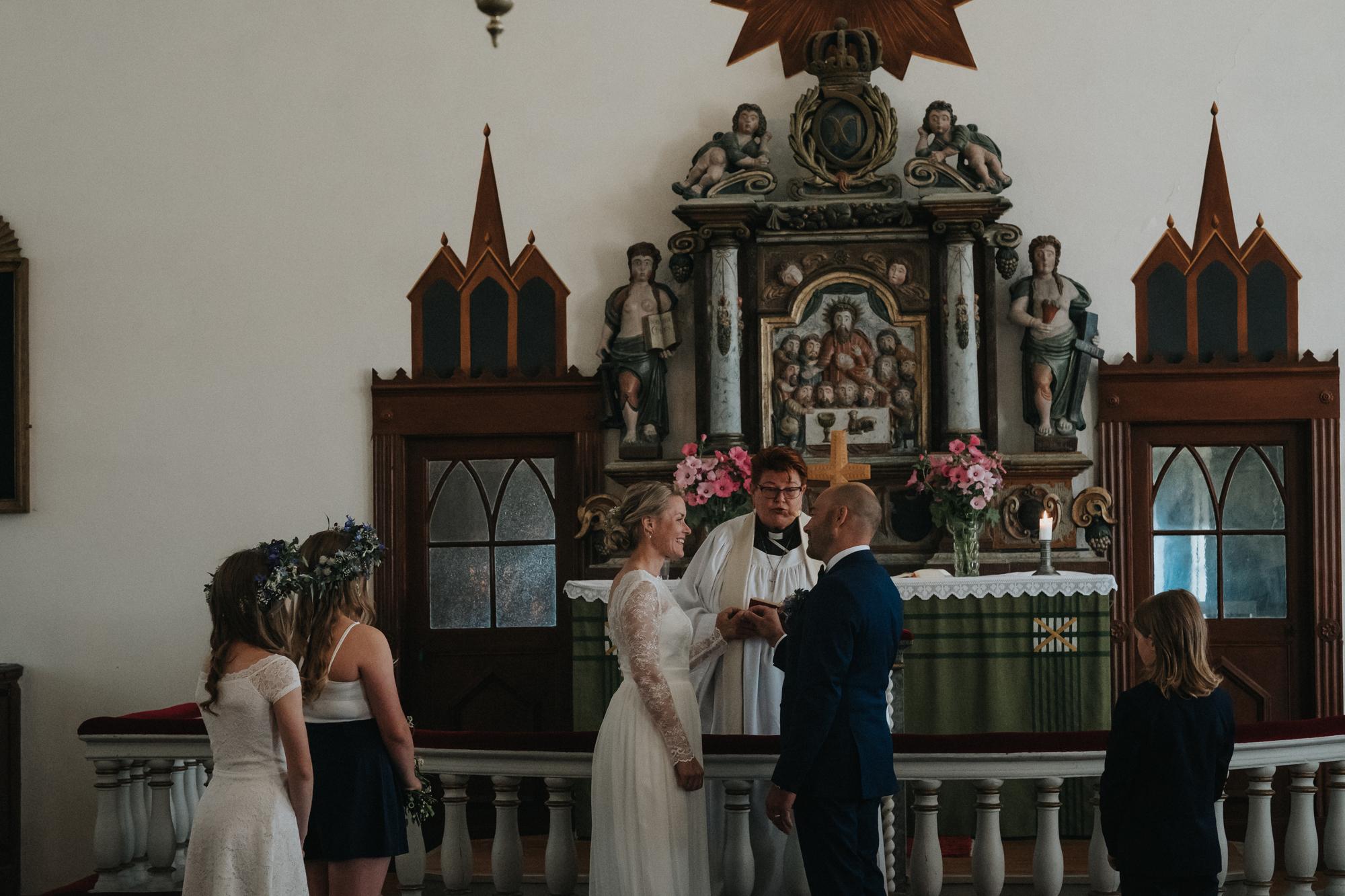 018-bröllop-fårö-kyrka.jpg