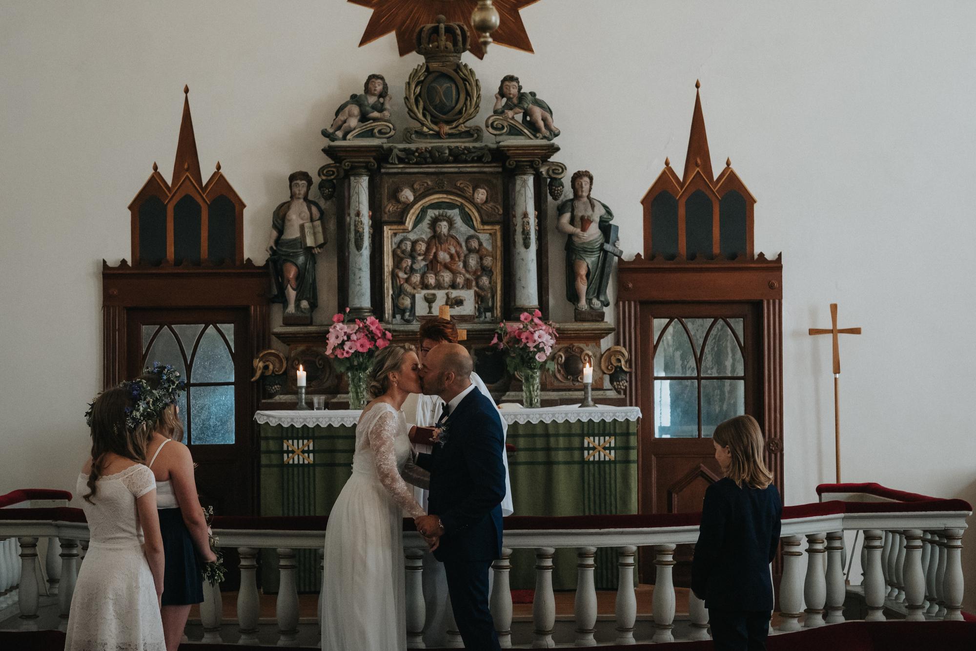 020-bröllop-fårö-kyrka.jpg