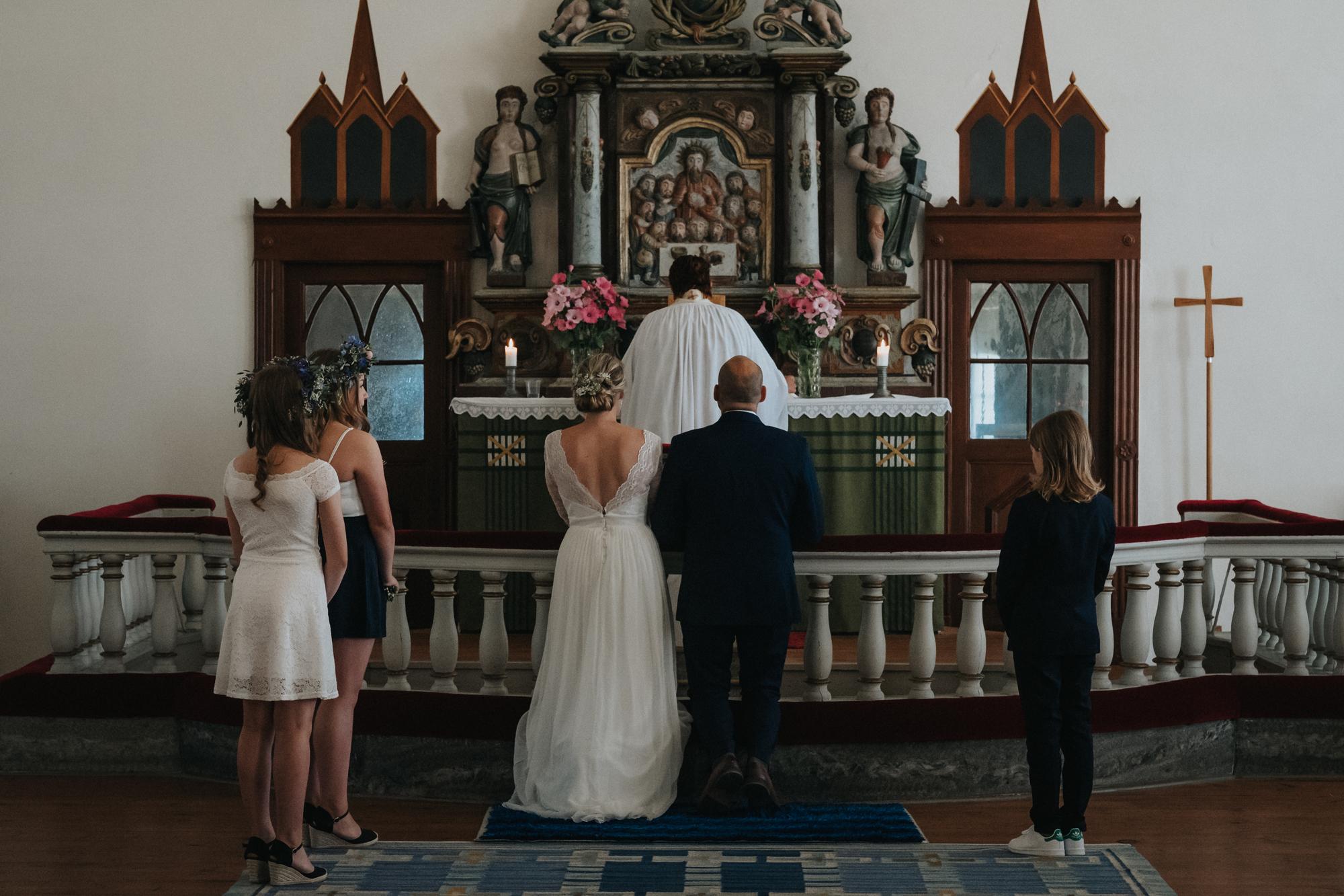 021-bröllop-fårö-kyrka.jpg